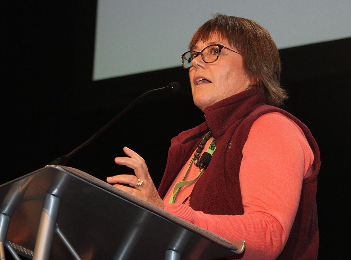 Laura Pottorff hablando en la Cumbre de cáñamo PA