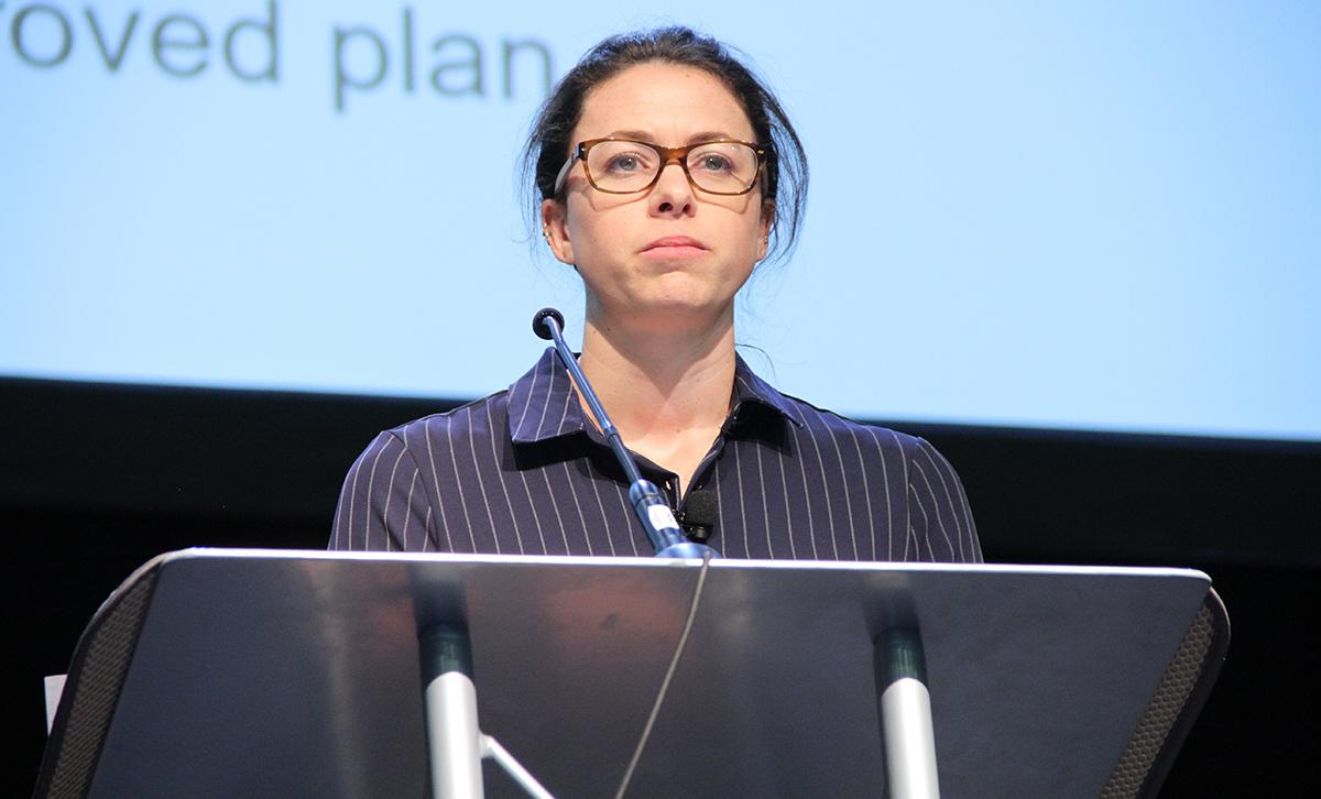 Fiona Pexton, Servicio de Comercialización Agrícola del USDA, habla en la Cumbre del Cáñamo de PA